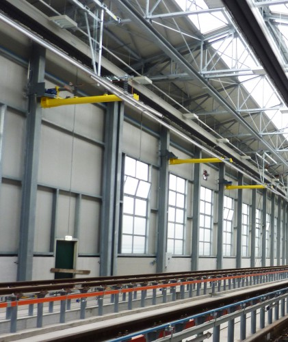 Foldable catenary for train depots